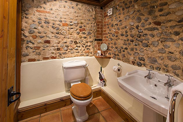 The Clock House's en-suite bathroom