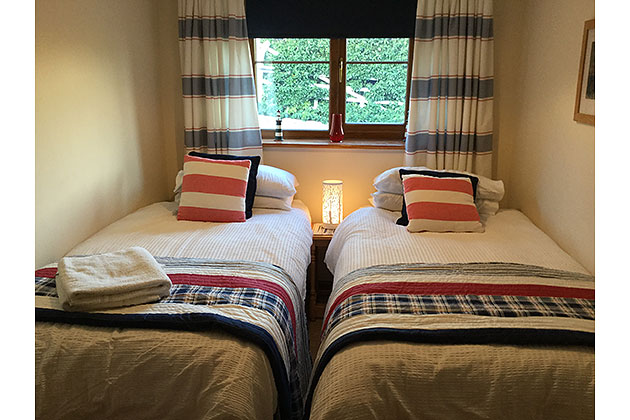 Fleet Cottage's twin bedroom