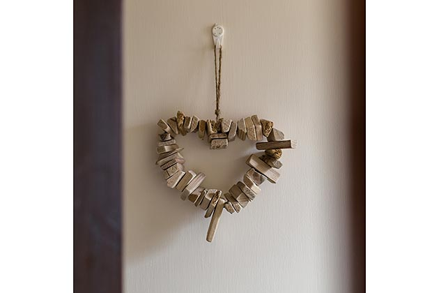 Narroogal Cottage's hanging wall ornament (heart shape made up of short pieces of driftwood)