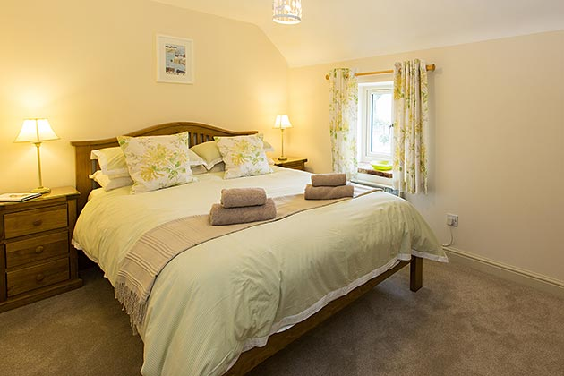 Oyster Cottage's king size bedroom