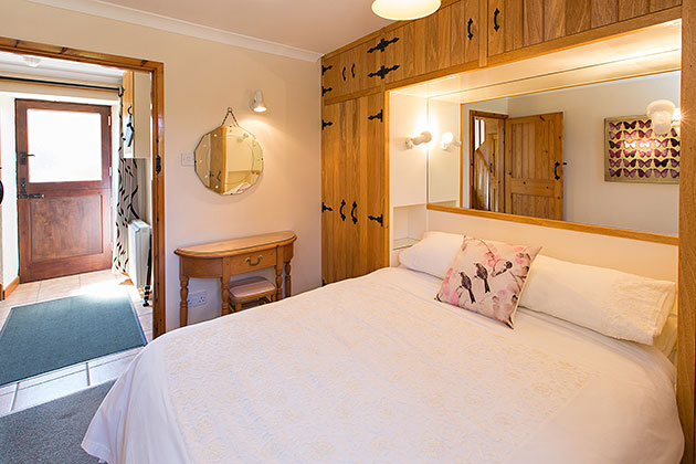 Peewit Cottage's double bedroom