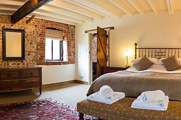 Rosedale Barn Cottage's master bedroom
