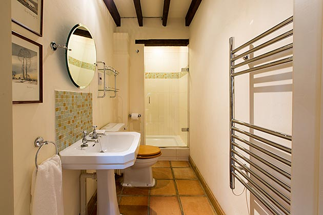 Rosedale Barn Cottage's shower room