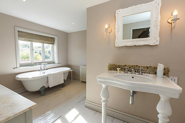 Sea Stone Cottage bathroom