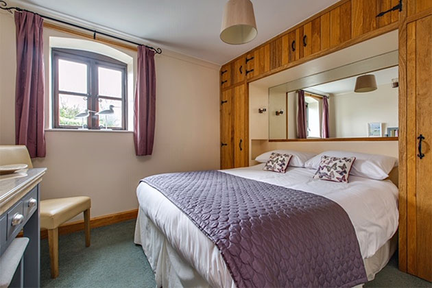 Lapwing Cottage's king-size bedroom