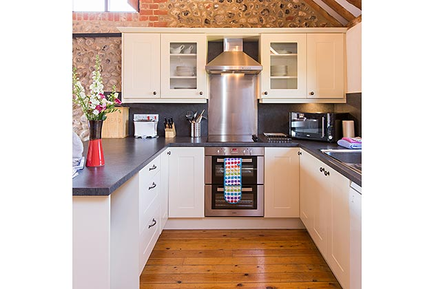 Old Flint Barn Cottage's kitchen