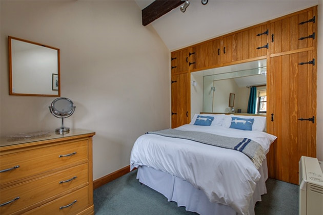 Plover Cottage's double bedroom